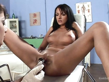 Brunette sluts tract a nice fruity moments during a full gyno exam