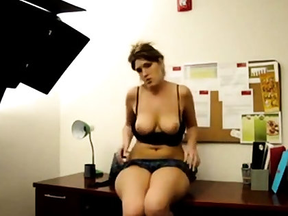 PAWG arse shake in office