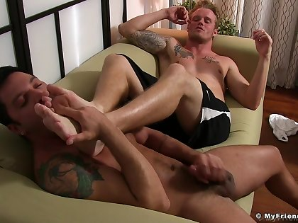 Naked men love a bit of foot fetish before some scrupulous anal