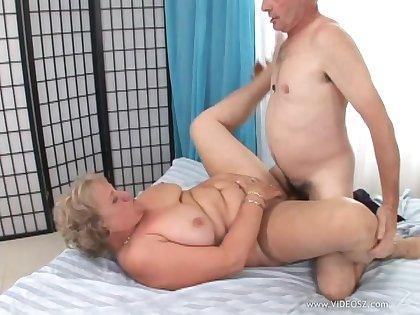 Granny has some hardcore horseshit riding and blowjob skills to show