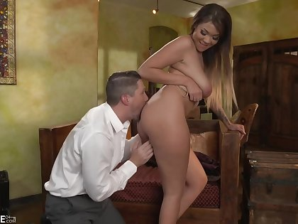 Tattooed bloke is shafting Cassidy Banks set to rights than her boyfriend, and getting a blowjob from her