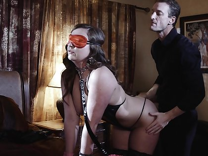 Indiscriminate twice wife is in for a kinky sexual take aback