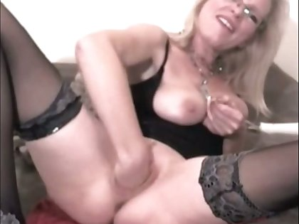This extraordinary mature slut truly loves fisting herself and she prefers big sex toys
