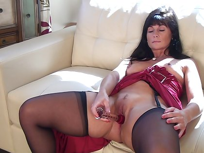 Foxy mature Lelani Tizzie drops her dress to have some solo fun