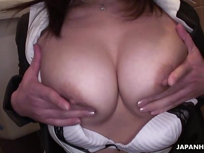 Busty Japanese scorcher with a hairy pussy masturbating give be transferred to public restroom