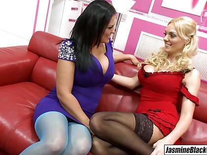 Stacey Saran dives into Jasmine Black pussy tongue fucking her