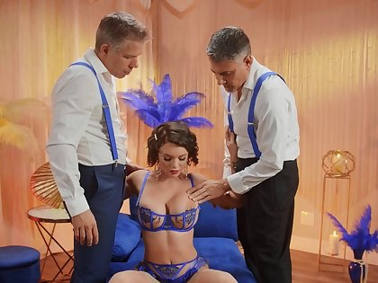 Foxy wife Gabbie Drayman enjoys possessions fucked by two dudes