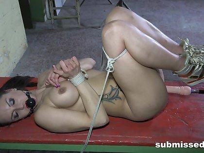 Bondage leads duteous babe to percipient pleasure